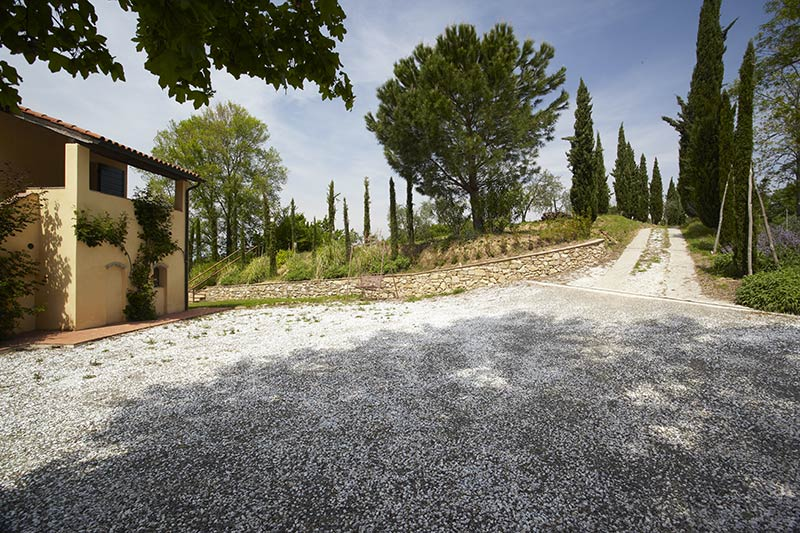 Ample parking for the group in Tuscany