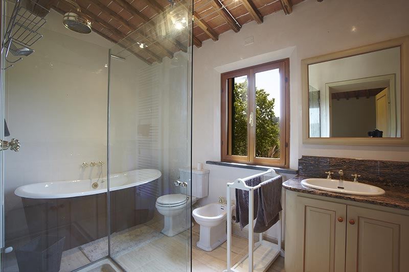 Firenze - Luxury Bathroom at Villa Marae