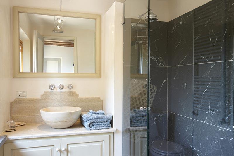 Pisa - Luxury bathroom at Villa Marae