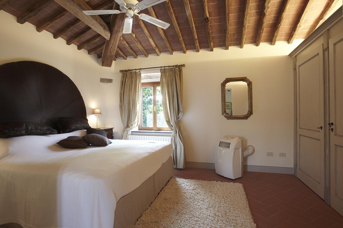 Volterra Suite - Luxury bedroom at Villa Marae