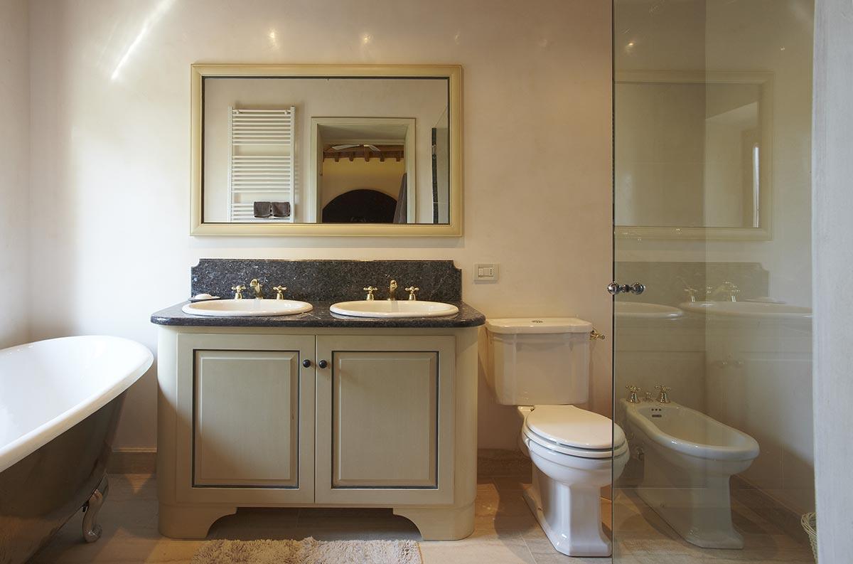 Volterra Suite - Luxury bathroom at Villa Marae