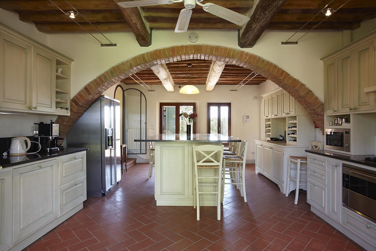 Villa Marae Modern Tuscan Kitchen